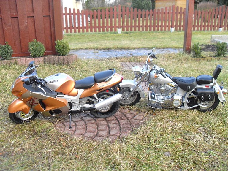 Andreas' completed De Agostini ModelSpace Suzuki Hayabusa and Harley-Davidson Fat Boy model motorbikes, as part of a blog about the ModelSpace February Scale Modeller of the Month