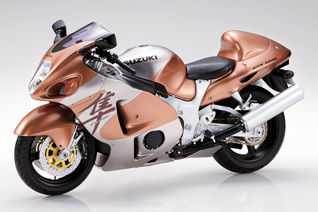 Image of a 1:4 Suzuki Hayabusa scale model motorbike, for a blog about the history and origin of the world's fastest production motorcyle, the Suzuki Hayabusa.