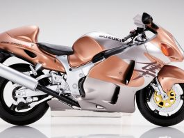 Cover image of a 1:4 Suzuki Hayabusa scale model motorbike, for a blog about the history and origin of the world's fastest production motorcyle, the Suzuki Hayabusa.