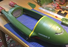 Image of the De Agostini ModelSpace 1:144 scale Thunderbirds 2 prop replica, for a blog about scale modeller Eddie Bertholdi and his Thunderbird 2 kit.