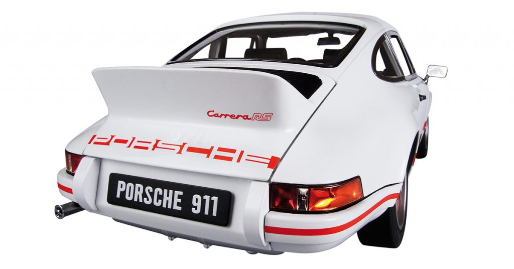 Image of the De Agostini ModelSpace 1:8 scale Porsche 911 Carrera replica, for a blog about the history of the Porsche 911 Carrera.