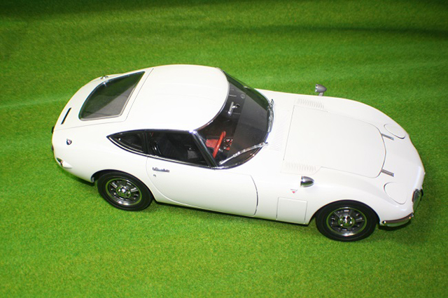 Image of the DeAgostini Toyota 2000GT scale model as part of a blog about the ModelSpace June scale modeller of the month - Derek Williams.