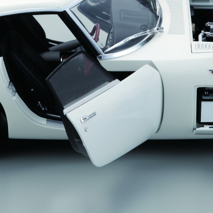 Build the Toyota 2000GT - 1:10 Scale Model Fullt Kit