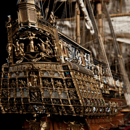 Build the Sovereign of the Seas - The figurehead and decor of the ship are all made from finely machined metal castings.