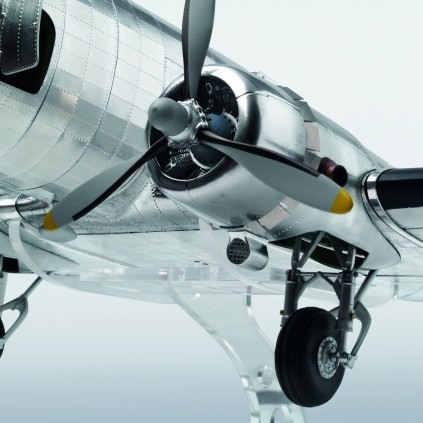 Build The Douglas DC-3 Model  - Faithfully recreated - DC-3's powerful engines
