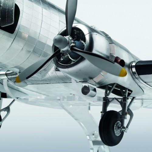 Build The Douglas DC-3 Model  - Faithfully recreated - DC-3's powerful engines