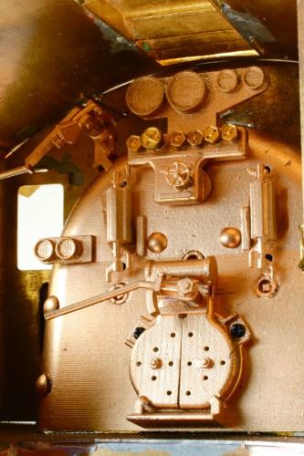 Bauen Sie die Dampflokomotive D51 - Das Modell besticht durch viele bewegliche Komponenten wie Rauchkammertür, Treibstangen und die Feuertür.