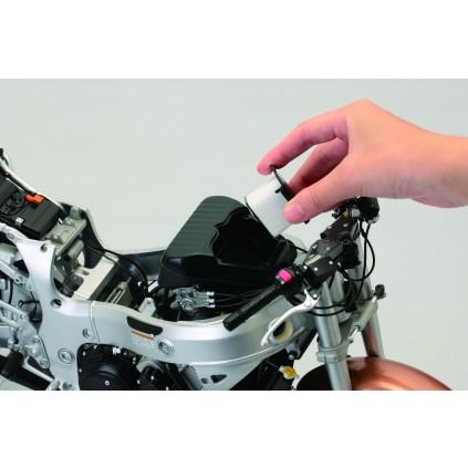 Suzuki GSX 1300R Hayabusa - Anschaulich illustrierte Montageschritte machen den Zusammenbau unkompliziert und einfach.