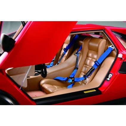 Der Lamborghini Countach LP 500S - Beide Sitze sind mit Vier-Punkt-Gurten ausgestattet