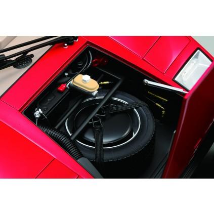 Der Lamborghini Countach LP 500S - Im zweiten Kofferraum befindet sich das Reserverad