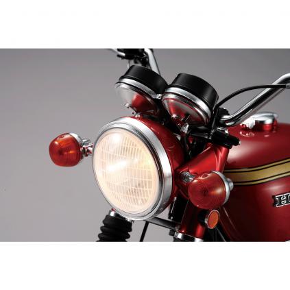 """Honda Dream CB750 FOUR - Bei den Scheinwerfern können Sie zwischen den Modi """"Abblendlicht"""" und """"Fernlicht"""" wählen."""