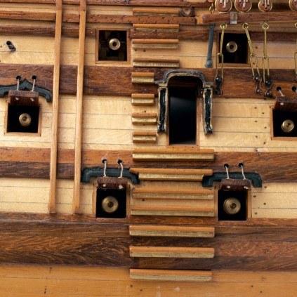 Admiral Nelsons HMS Victory - Authentische Holz- und Metallkonstruktion