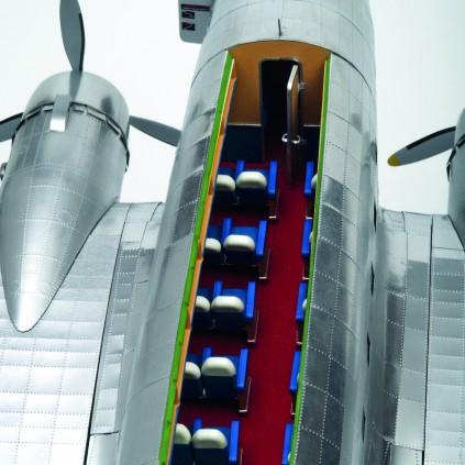Bauen Sie die Douglas DC-3 - Das abnehmbare Dach der Passagierkabine ermöglicht einen freien Blick auf die detaillierte Inneneinrichtung.