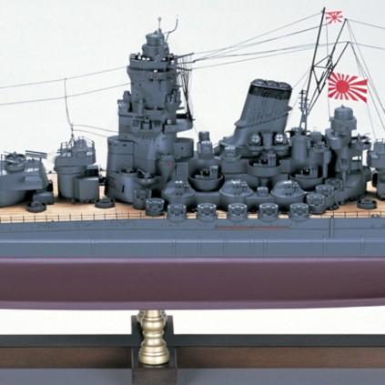 Bauen Sie die Yamato - Das Modell wird aus hunderten von Laser geschnittenen Holzteilen, druckgegossenen Metallteilen und fotogeätzten Messingbeschlägen zusammengebaut.