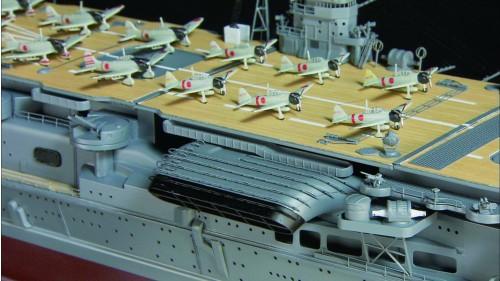 Bauen Sie die Akagi - Bestandteil des Bausatzes sind 21 maßstabgetreue Flugzeuge