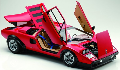 Der Lamborghini Countach LP 500S - Die Flügeltüren lassen sich aufklappen
