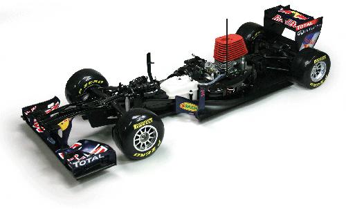 Red Bull Racing RB7 - Der Bolide verfügt über vier hydraulische Öldruckstoßdämpfer, von denen die beiden vorderen horizontal verbaut sind und im Push-rod-Verfahren arbeiten.