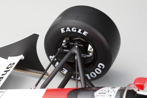 Bauen Sie den McLaren Honda MP4/4 - Die Vorderräder können mittels des Lenkrads eingeschlagen werden.