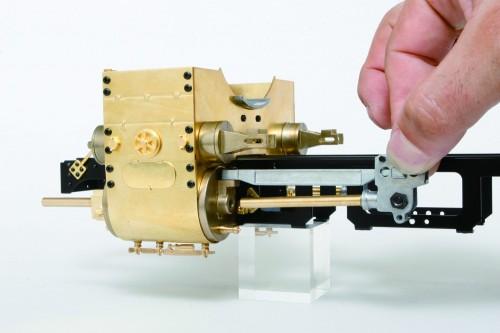 Bauen Sie die Dampflokomotive D51 - Die Montage erfolgt mittels Schrauben, Nieten und Klebstoffen