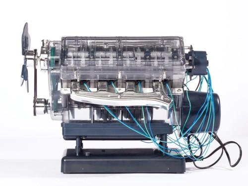 V8-Motor Komplett-Bausatz - Technikwissen verblüffend anders!