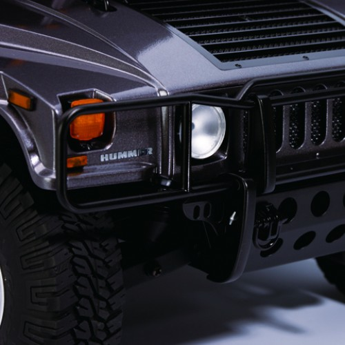 Bau und steuere den Hummer H1 - Das Aussehen der originalen Karosserie ist im Modell detailgetreu wiedergegeben.