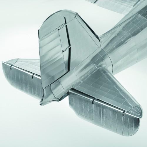 Bauen Sie die Douglas DC-3 - Bewegliche Höhen- und Seitenleitwerke